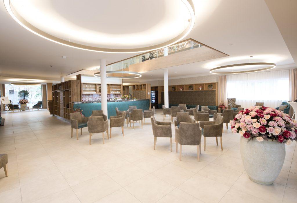 Eingangsbereich & Café